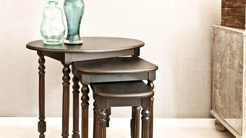 Trois tables en bois de merisier