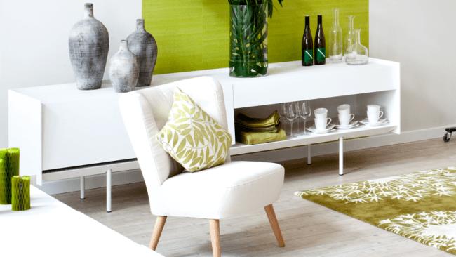 Salon avec une ambiance zen colorée