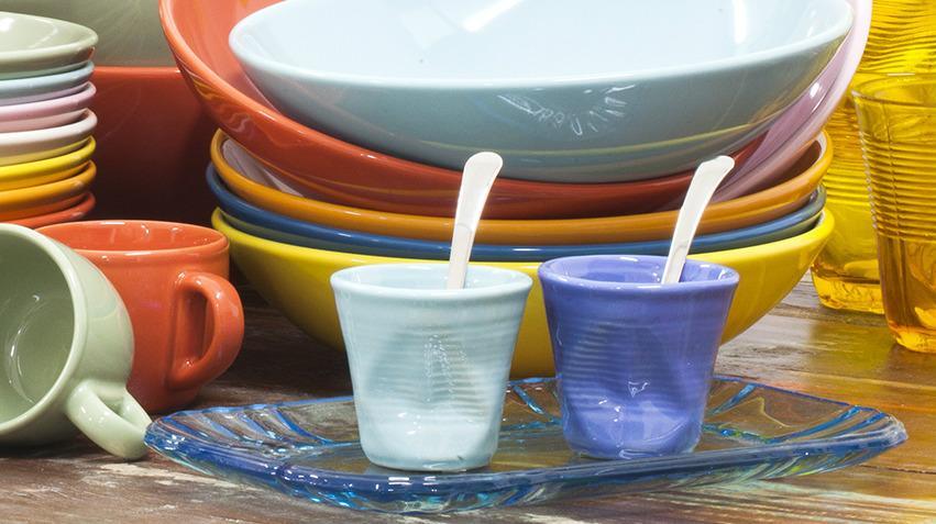 Tasse design froissée de couleur