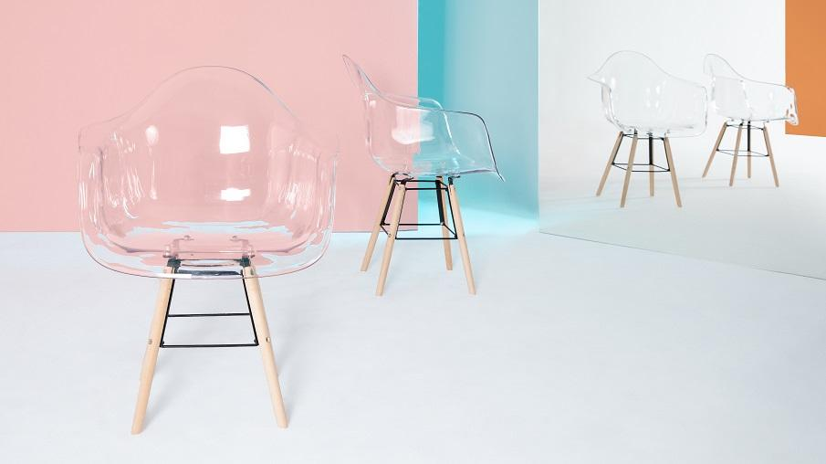 chaise transparente 01
