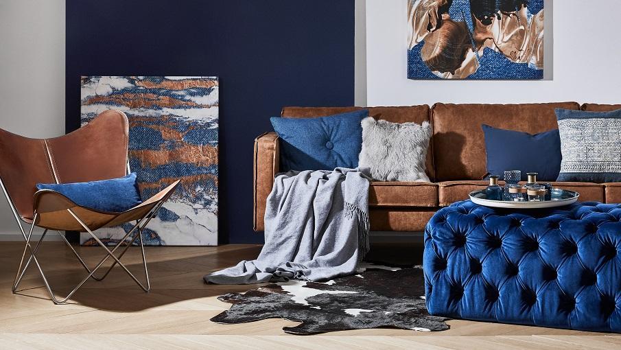 fauteuil papillon et canapé en cuir