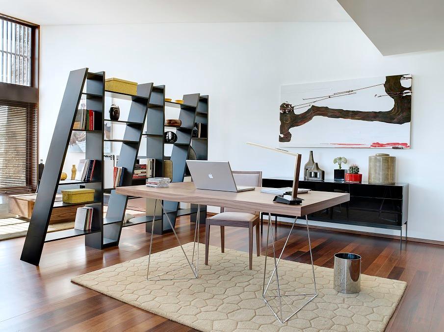 bureau plateau en bois et pieds en métal clair design