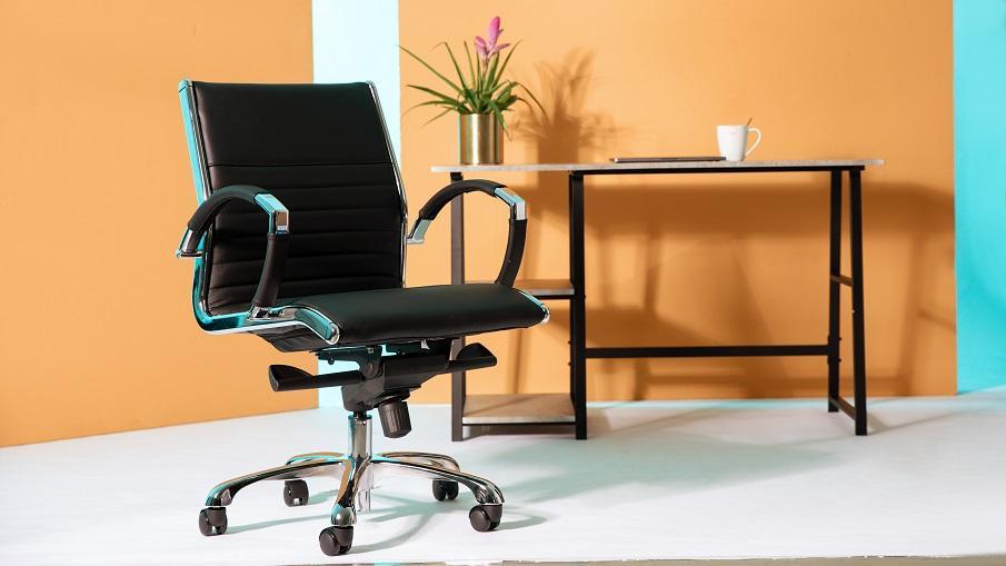 fauteuil de bureau à roulettes en cuir noir