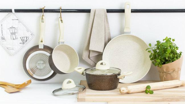cucine provenzali pentole padelle