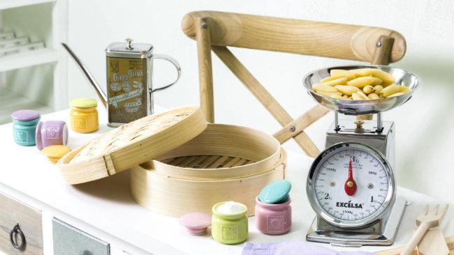 cucine provenzali sedia contenitore bilancia