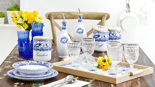 cucine provenzali tavolo oliere tazzine barattoli bicchieri