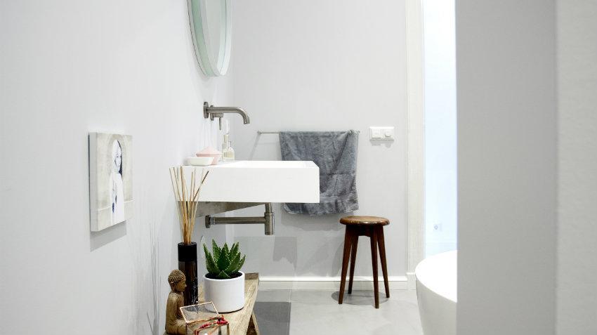 Mobile bagno con lavabo da appoggio