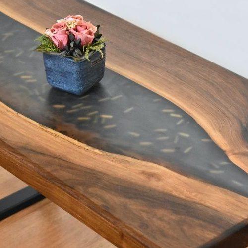 Tavoli in legno e resina