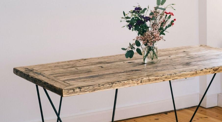 tavoli in legno grezzo