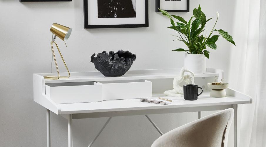 scrivania con cassetti