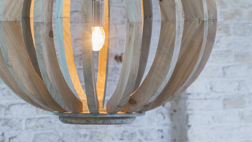 robuuste lichte houten hanglamp