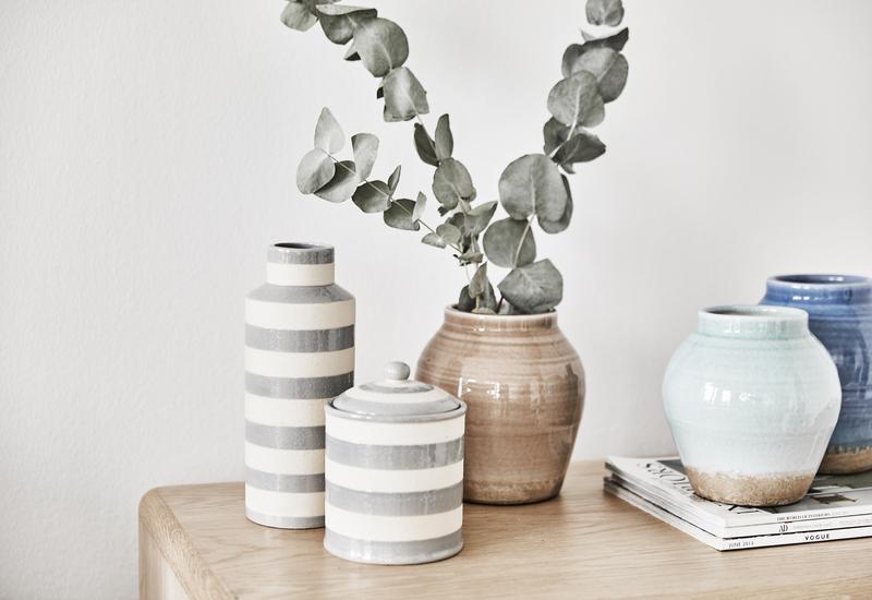 Grijs met witte keramiek vazen