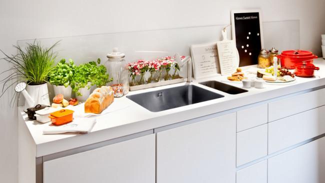 moderne witte keuken strakke stijl