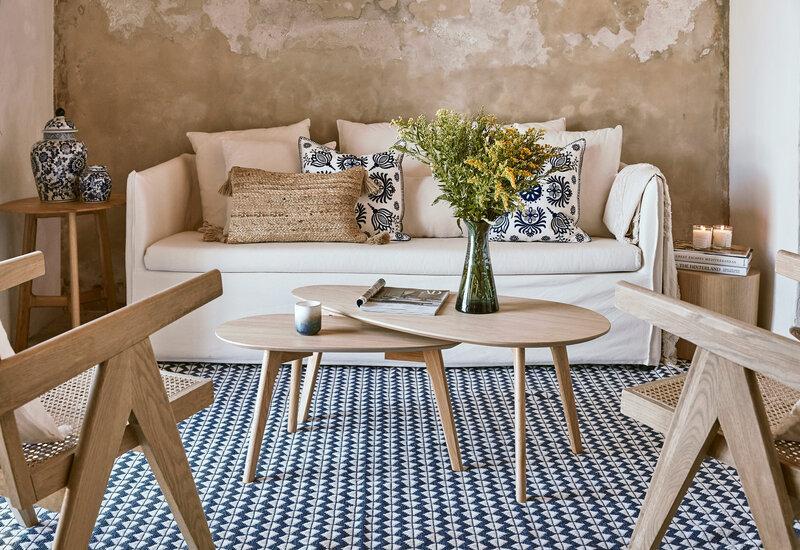 Set van twee houten salontafels