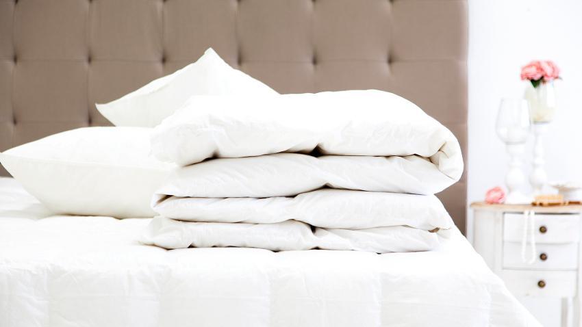 Miękka, śnieżnobiała kołdra i poduszka