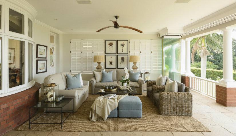 Praktyczny dywan z juty w salonie