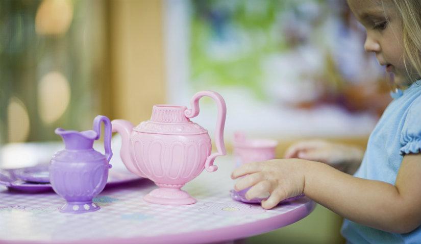 Różowy stolik i krzesełko dla dziecka
