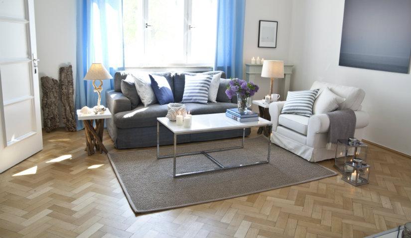 Wygodna szara sofa do salonu