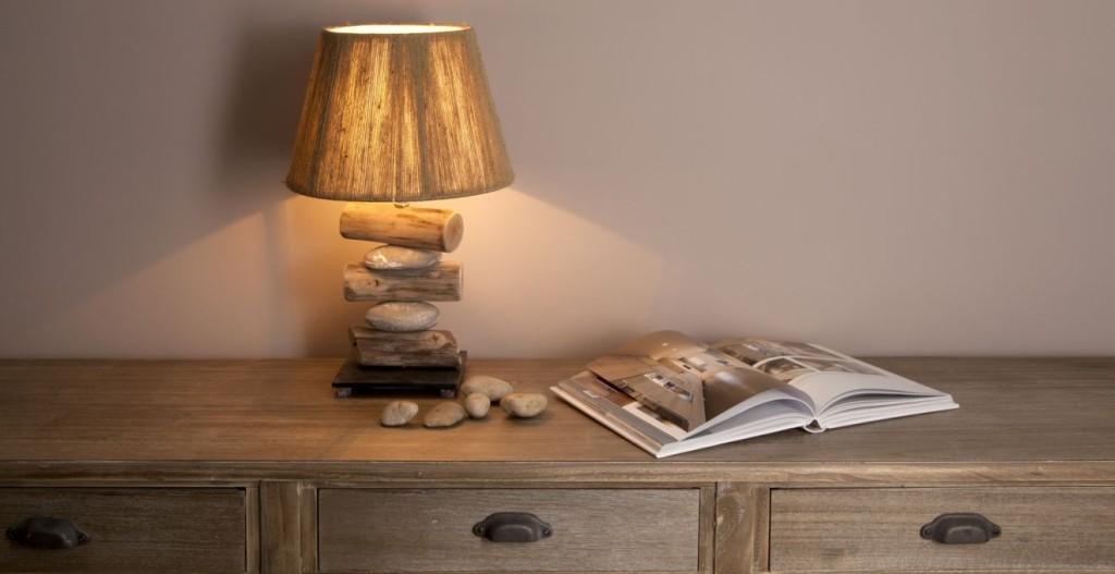 prosta komoda drewniana w stylu industrialnym