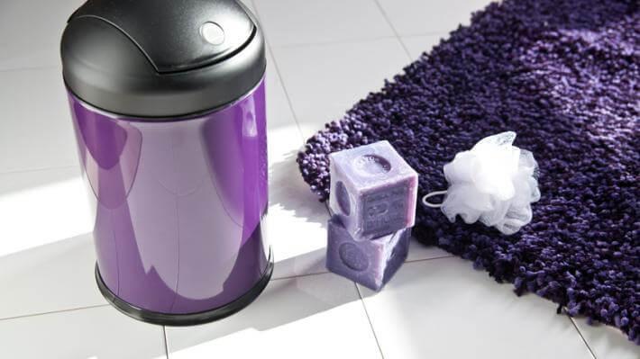 nowoczesne łazienki fioletowe akcesoria