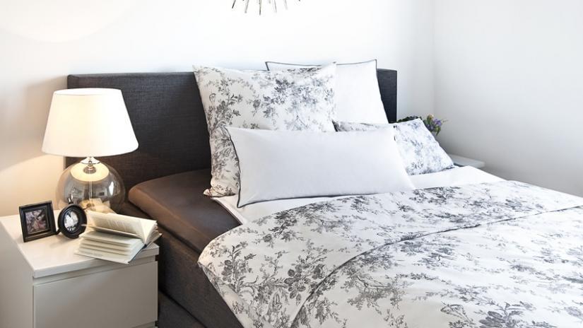 łóżko jednoosobowe  z wezgłowiem