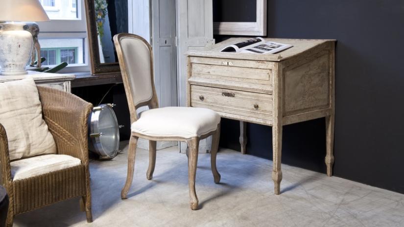biurko drewniane w stylu vintage