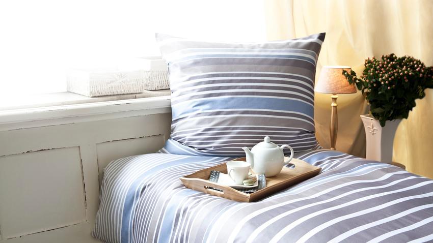 Łóżko w ścianie