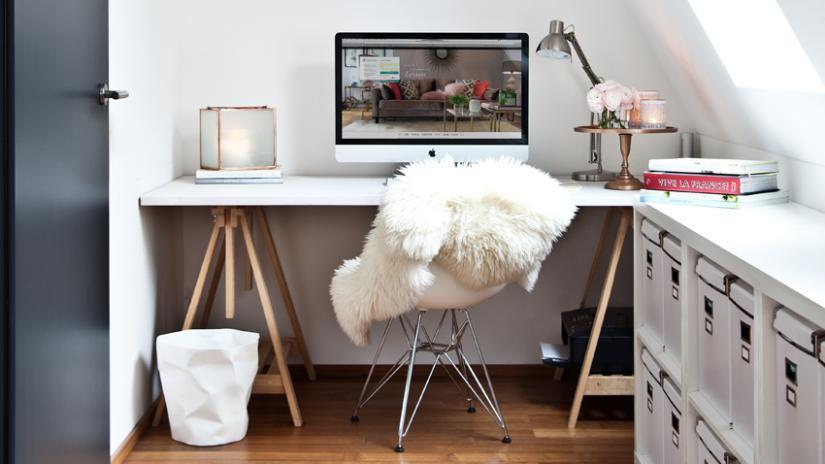 biurko w stylu skandynawskim białe