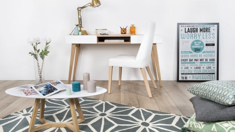 komputerowe biurko w stylu skandynawskim
