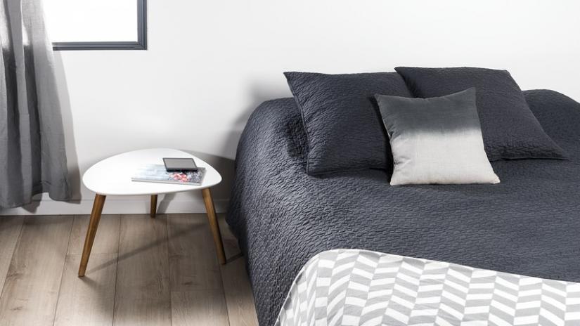 nowoczesne narzuty na łóżko czarne