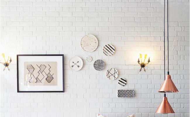 ściany w stylu skandynawskim w salonie