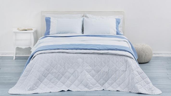 Sypialnia niebieska styl klasyczny