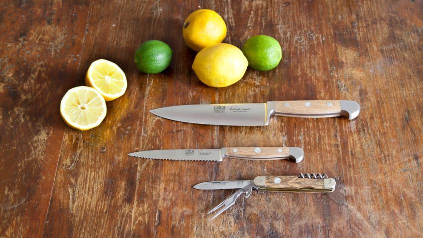 Nóż z drewnianą rączką