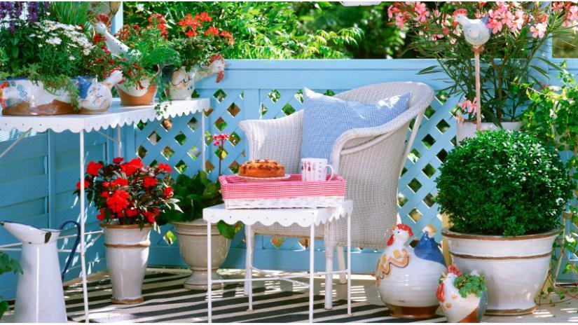 stolik na balkon biały