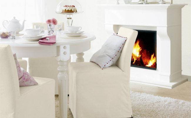 Białe dekoracje krzeseł