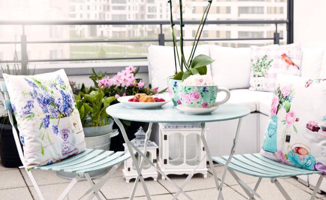 Dekoracje krzeseł na balkon