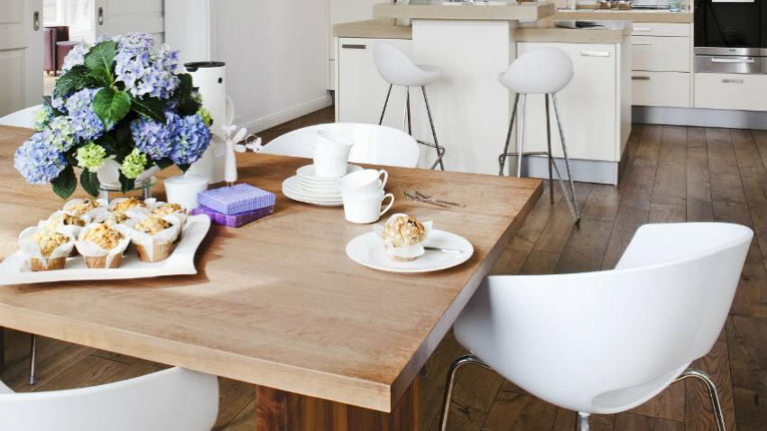 eleganckie krzesło barowe białe
