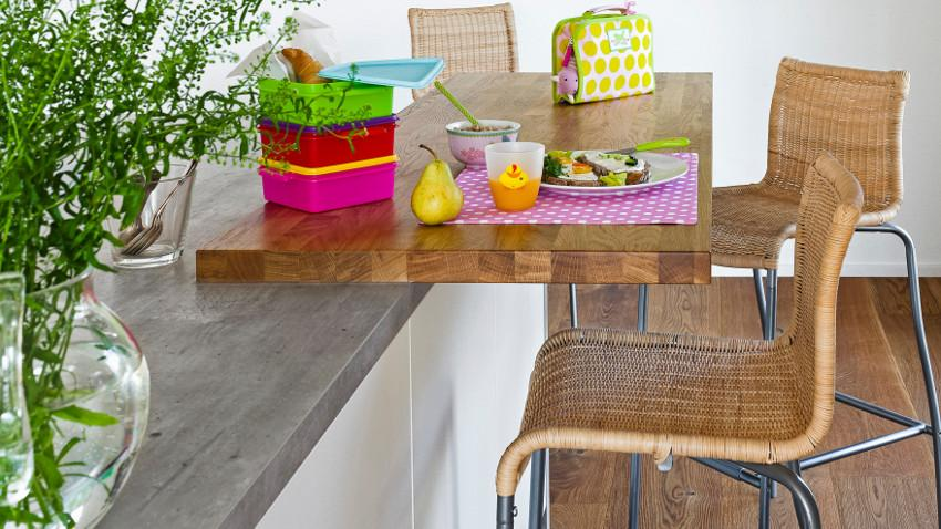 Hoker drewniany w nowoczesnej kuchni