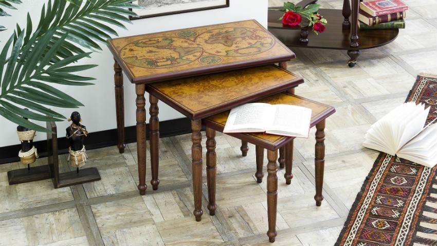 Stolik drewniany w stylu kolonialnym