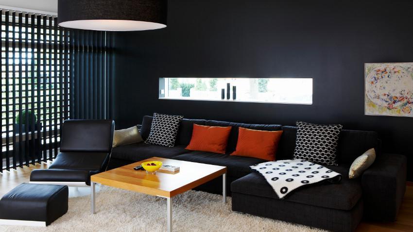 Czarna kanapa