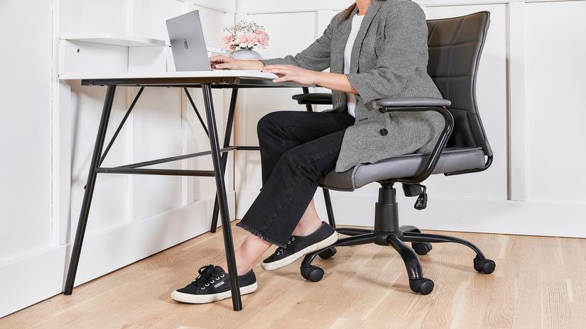biurko i krzesło