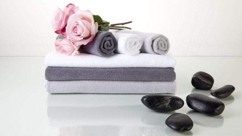 Kvalitné froté uteráky v sivej a bielej farbe