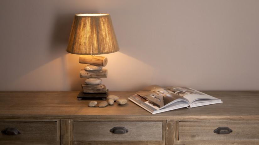 Tienidlo na lampu s motívom dreva