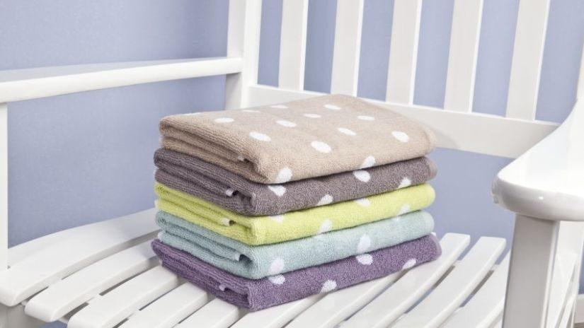 Farebné bodkované uteráky
