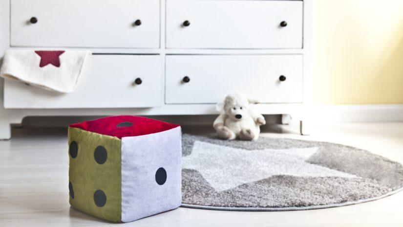 Sivý okrúhly koberec do detskej izby