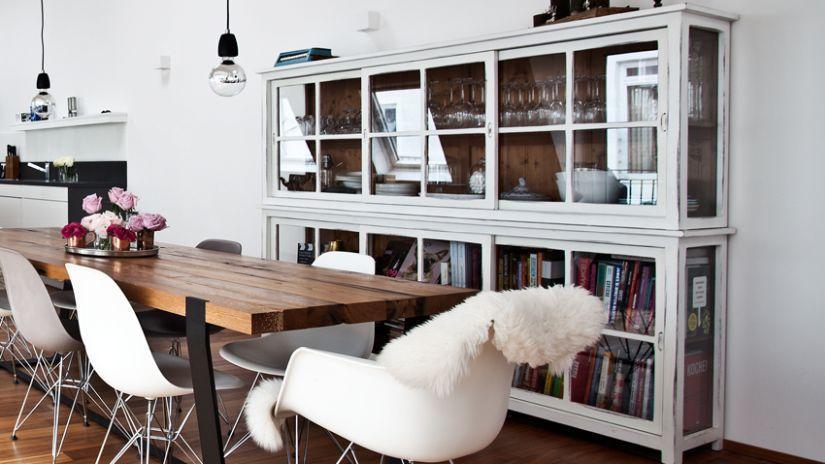 Moderný jedálensky stôl z dreva