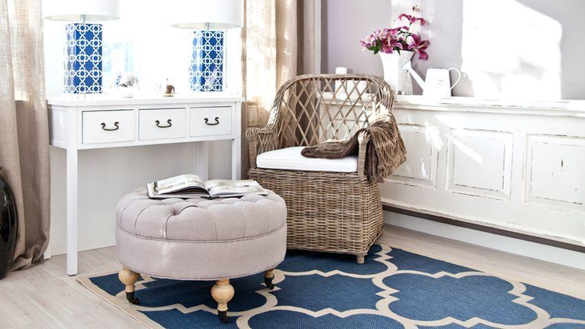 Trendy modrý koberec s motívom