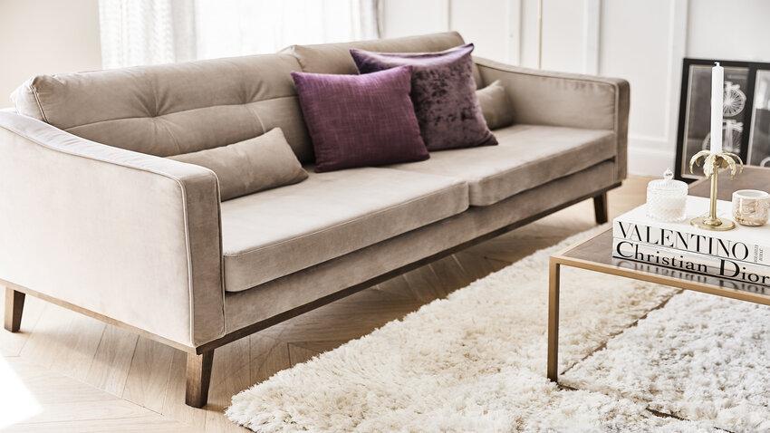 Dizajn kusový koberec v obývačke
