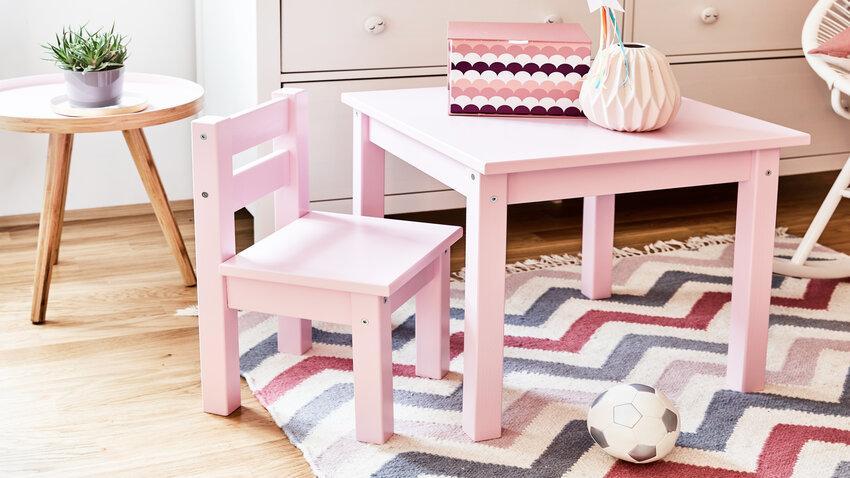 Ružový detský stolík