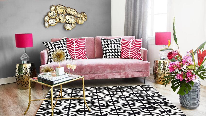 Sklenený stôl v obývačke